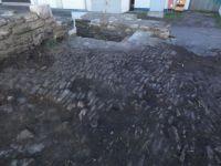 10.-Freilegung-des-historischen-Pflasters-im-Innenhof-der-Wasserburg-Ufhoven